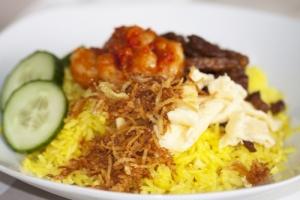 nasi kuning dan lontong sayur jalan kejaksan