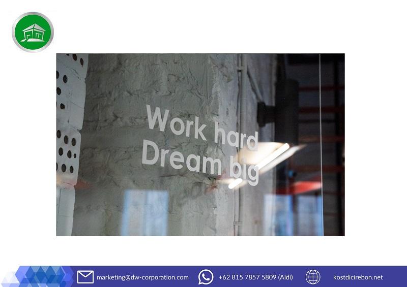 kutipan-work-hard-dream-big-di-dinding