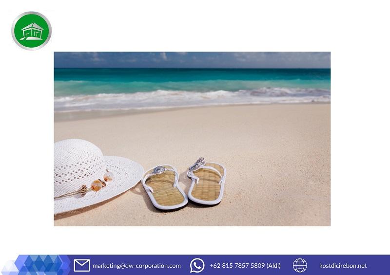 sendal-jepit-topi-pantai-ombak-pasir